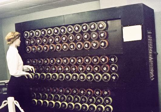 """Turing bomba - elektroniczno-mechaniczne maszyny do odszyfrowania """"Enigma"""" kodu"""