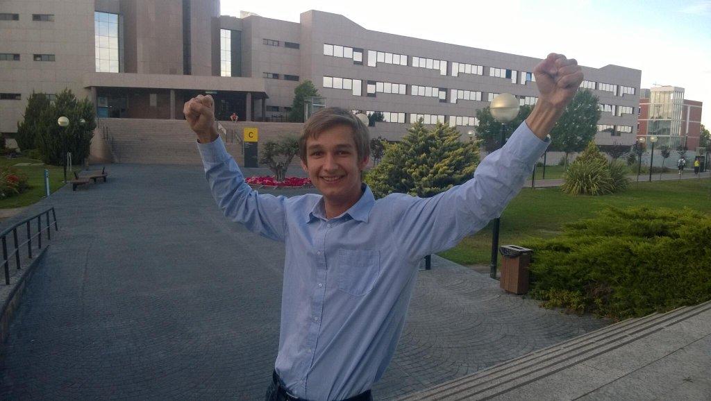 Dima. Gdy ukończył studia. Madryd.
