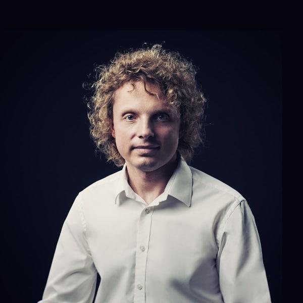 """Paweł Gniadkowski, rozmówca podcastu """"Jak sztuczna inteligencja może pomóc znaleźć Ci mieszkanie"""""""